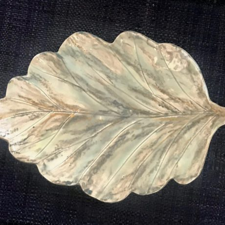 Leaf-shaped handmade porcelaine Cheese Plate